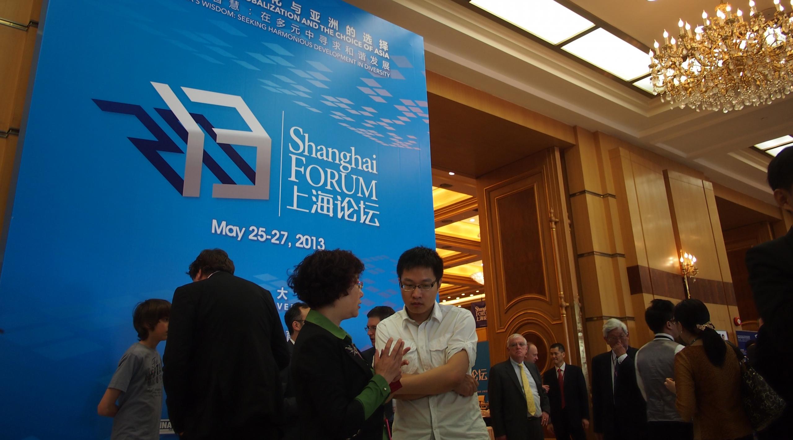 Ihmisiä Shanghai forumissa